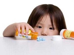 Mengatasi anak susah minum obat