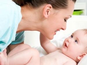 Memberi stimulasi pada bayi prematur