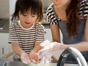 Mencuci tangan untuk mencegah cacingan