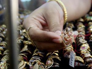 Agar emas awet kinclong