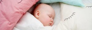 Resiko bayi tidur menggunakan bantal